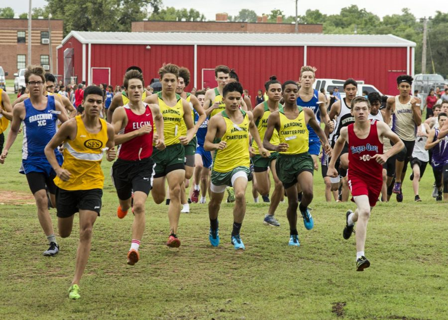 The+varsity+cross+country+team+takes+off+at+the+Riverside+meet+on+Sept.+8.
